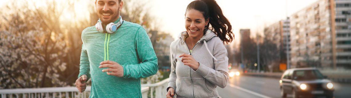 Koppel aan het handlopen