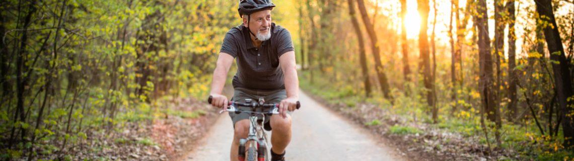 Man op de fiets
