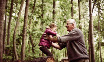 Männergesundheit Testosteron Anti Aging Mann Enkelin Wald