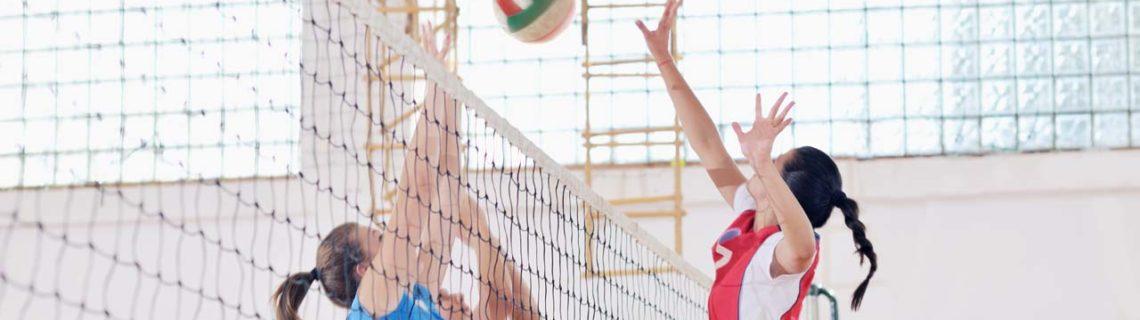 Para mujeres molestias menstruales mujeres jugando al voleibol