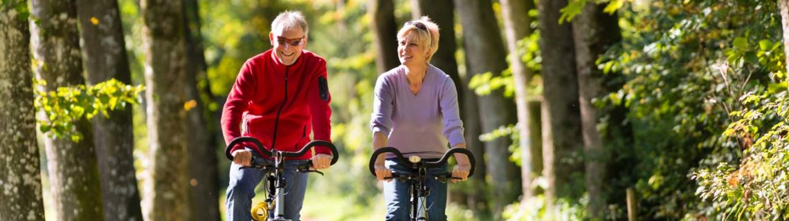 Outras consultas diabetes homem e mulher de bicicleta