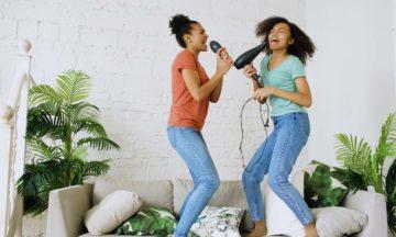 Schmerzen Bauchschmerzen tanzende Frauen
