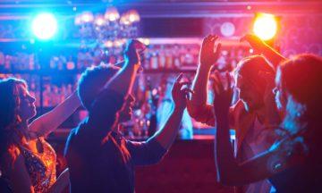 DST herpes genital pessoas em festa
