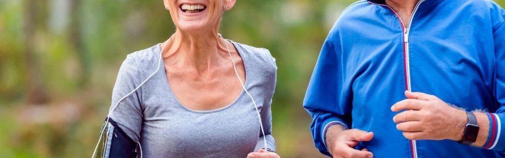 man-vrouw-aan-het-hardlopen