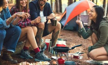 koppel-kamperen-bos