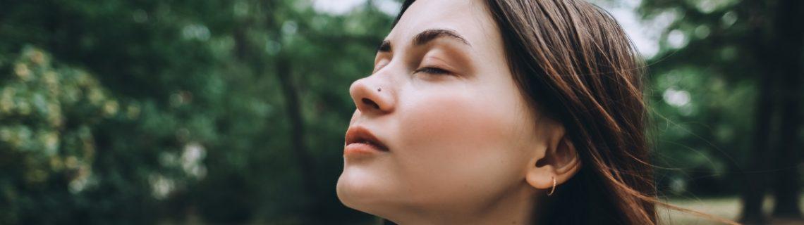 Vrouw-astma-mondmasker-corona